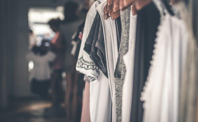 Garderobens historiska resa – från kista till walk-in closet